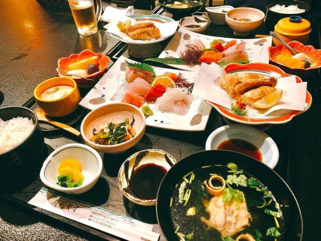 myplshunan  . . 寿司やすの定食刺身定食🥢 . 特別な日にはここに来てる 気がするような🤲🏻 . 久しぶりの投稿でした🙆♀️ . #寿司やす#まいぷれ周南フォトコン2020秋