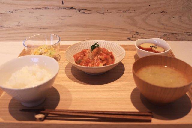 ・ ・ ・ 【下松市】 ❃ ・ 『HACO CAFE』 ❃ ・ ♧日替わり定食♧ ❃ ・ ♧鶏モモ肉のトマト煮♧ ❃ ・ ♧さつま芋のレモン煮♧ ❃ ・ ・ 今日の日替わり定食は鶏のトマト煮!🍅 トマト煮はめっちゃ好きやから最高やった😋 見た目も味も良きやった😎✨ デザートはまた載せます🙋🏻♂️ ・ ・ ・myplshunan #cafe#café #cafe☕ #cafetime#cafelife #cafestagram#cafegram#カフェ巡り好きな人と繋がりたい#カフェ好きな人と繋がりたい#山口ランチ#instacafe#instagram #山口カフェ#山口カフェ巡り #山口cafe#山口cafe巡り #cafe巡り男子#カフェ巡り#カフェ巡りしたい#カフェ巡り部 #カフェスタグラム#hacocafe#下松カフェ#下松カフェ巡り#まいぷれ周南フォトコン2020秋 #ハコカフェ