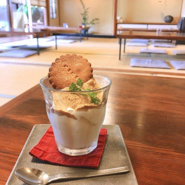 日日〔周南市〕  ♡きなこアイス ♡チョコレートパフェ  大好きな古民家カフェのひとつです。ここは何回行っても癒されます♡落ち着くカフェでまったりする時が幸せです♡ 「にちにち」の文字の入った可愛いクッキーがたまりません♡ 庭園を眺めながらカフェ。  本当は京都に行きたくてたまらないですが…こうゆう場所で京都気分を味わってもう少し我慢します…。  #きなこアイス #チョコレートパフェ #古民家カフェ #周南カフェ #山口カフェ #山口県カフェ #庭園カフェ #カフェ活 #カフェ好きな人と繋がりたい #cafestagram #카페 #카페스타그램   #日日 #ガーデンカフェ日日 #まいぷれ周南フォトコン2020秋  myplshunan